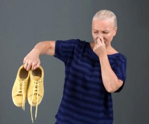 رفع بوی بد کفش با مواد خانگی