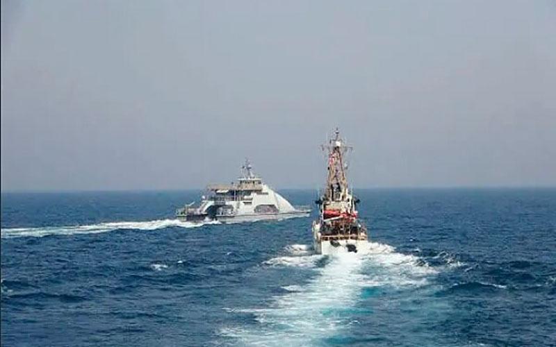کشتی های جنگی ایران و آمریکا در خلیج فارس