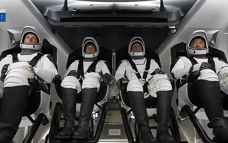 """سرنشینان """"کرو-۲"""" به فضا رفتند"""