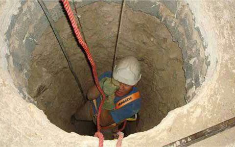 سقوط یک زن ۴۰ ساله به داخل چاه