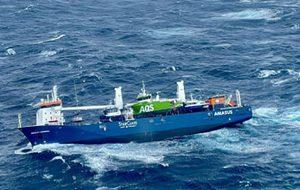 لحظات دلهره آور از نجات خدمه کشتی در دریای شمال/ فیلم
