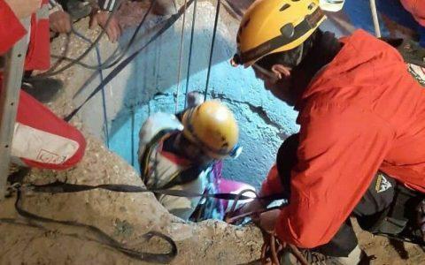 نجات جان جوانی که در چاه ۷ متری میدان دربند تهران سقوط کرد