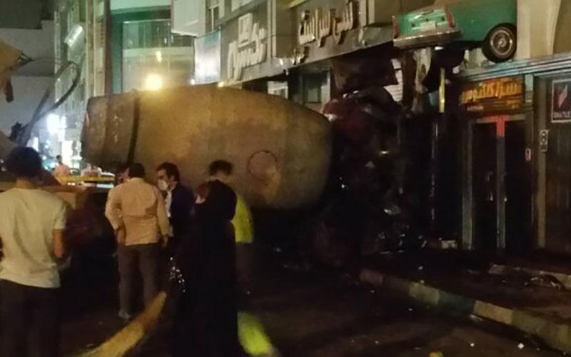 ورود میکسر بتن به یک ساختمان در بلوار آیتالله کاشانی / عکس