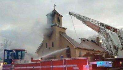 کلیسای قدیمی مینیاپولیس در آتش سوخت