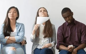 ۱۴ عادت منفی برای زبان بدن که باید همین امروز کنار بگذارید