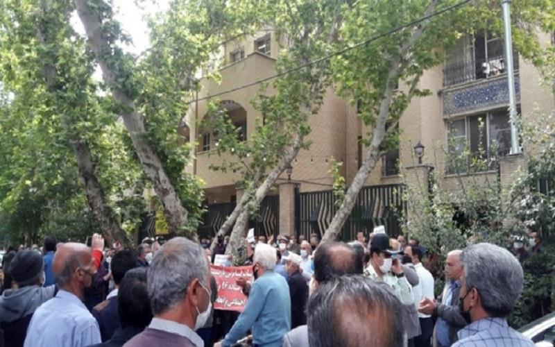 بازنشستگان مقابل ادارات و سازمان های تامین اجتماعی تجمع کردند