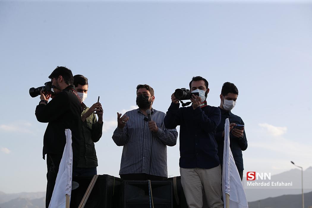 تجمع دانشجویان مقابل سایت هستهای نطنز