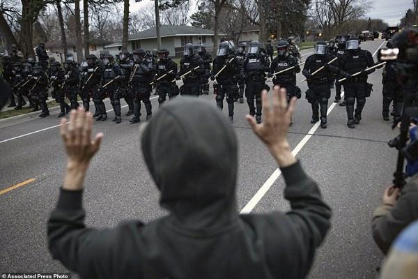 قتل سیاهپوست ۲۰ ساله به دست پلیس آمریکا نزدیک قتلگاه فلوید/ عکس وفیلم