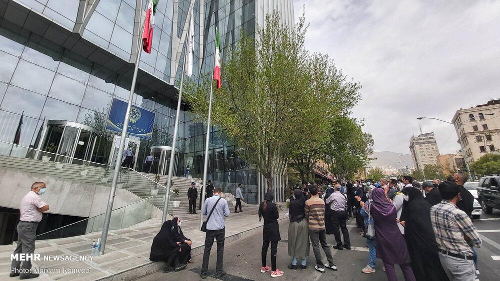 تجمع جمعی از سهامداران مقابل سازمان بورس