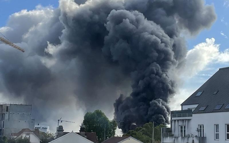 آتشسوزی مهیب در شمال فرانسه/ فیلم