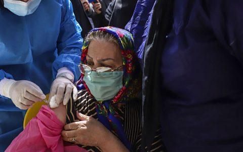 تزریق واکسن در سالمندان