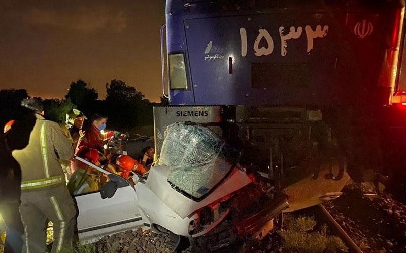 برخورد قطار با پراید در خط آهن شهرری
