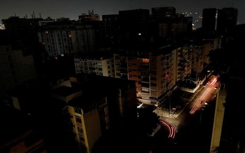 قطعی برق و رژه مسئولان وزارت نیرو روی اعصاب و روان مردم/ چرا در مدیریت مصرف برق اینقدر آشفته عمل می شود؟