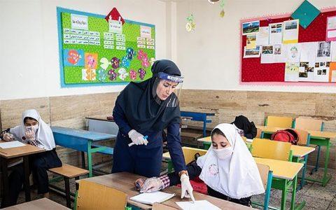 برنامه ریزی برای واکسیناسیون معلمان و بازگشایی مدارس