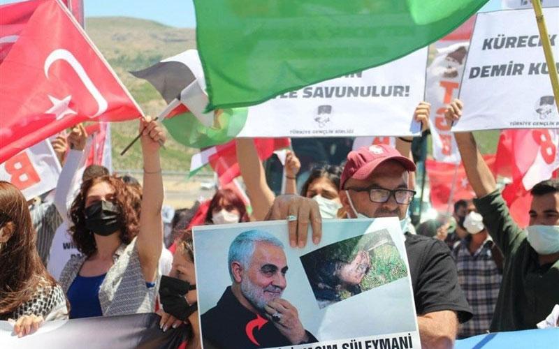 تجمع مردم ترکیه در مقابل پایگاه راداری کورجیک