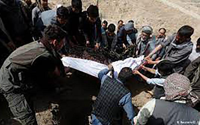 خاکسپاری دهها دانش آموز جان باخته در انفجار کابل