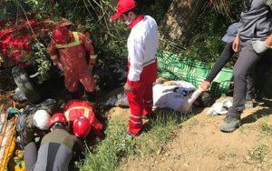 سقوط ۱۰ متری خودرو آفرود در جاده وردیج