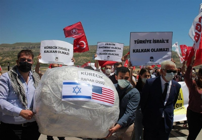 تجمع مردم ترکیه در مقابل پایگاه راداری کورجیک/ عکس