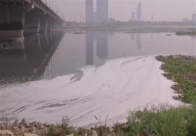 ظاهر شدن کفهای سمی در رودخانه یامونا هند