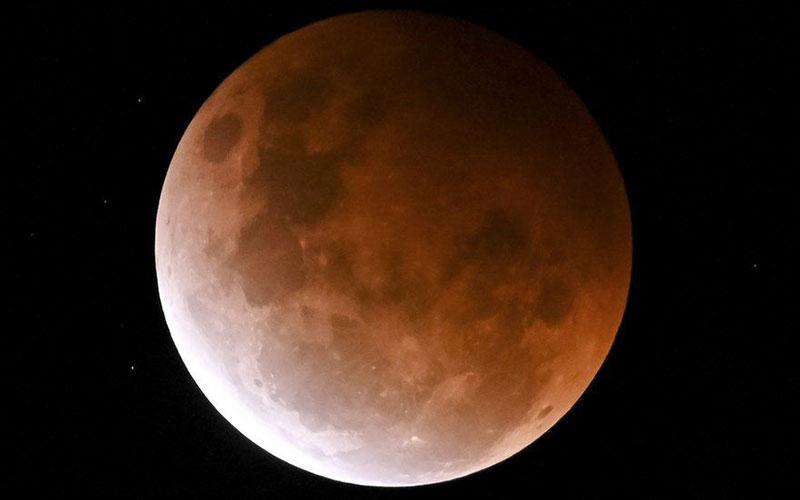 پدیده ابر ماه خونین در جهان/ عکس