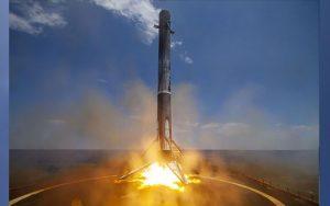 لحظه فرود موشک فالکون ۹ بر روی سکوی شناور+فیلم