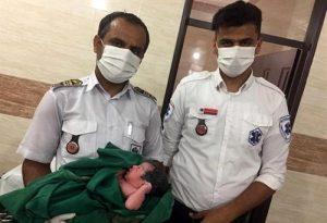 مادر قشمی فرزند سوم خود را در آمبولانس به دنیا آورد