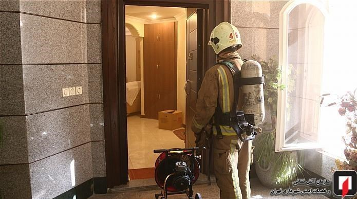 نجات ۱۲ نفر از میان آتش و دود در ملاصدرا / تصاویر