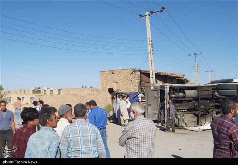 لحظه واژگونی اتوبوس در استان یزد / فیلم وعکس