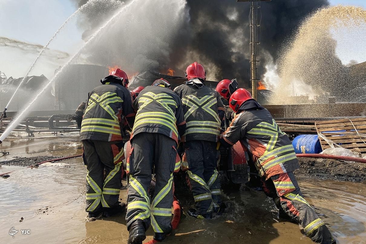 گم شدن فداکاری آتش نشانان تهرانی در هیاهوی انتخاباتی/ قهرمانانی که از جان خود میگذرند تا جان ما در امان بماند