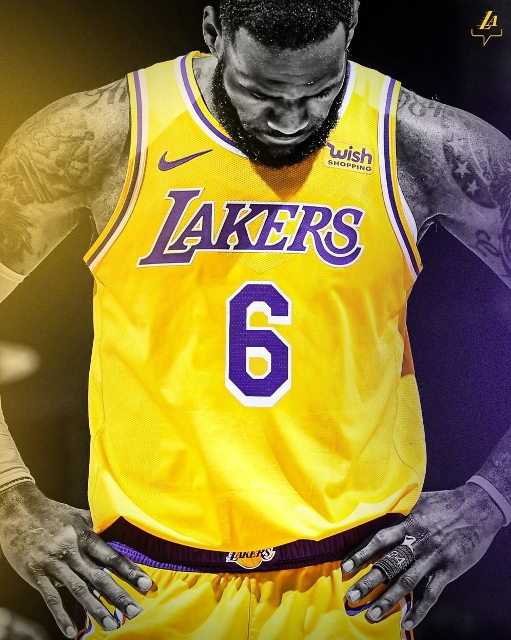 پادشاه بسکتبال با شماره جدید به NBA باز میگردد / عکس
