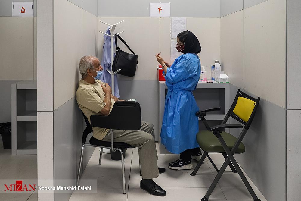 تزریق دوز دوم واکسن کرونا به سالمندان