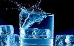 آیا نوشیدن آب یخ باعث سکته قلبی میشود؟