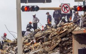 کشف جسد دختر آتش نشان آمریکایی از زیر آوار