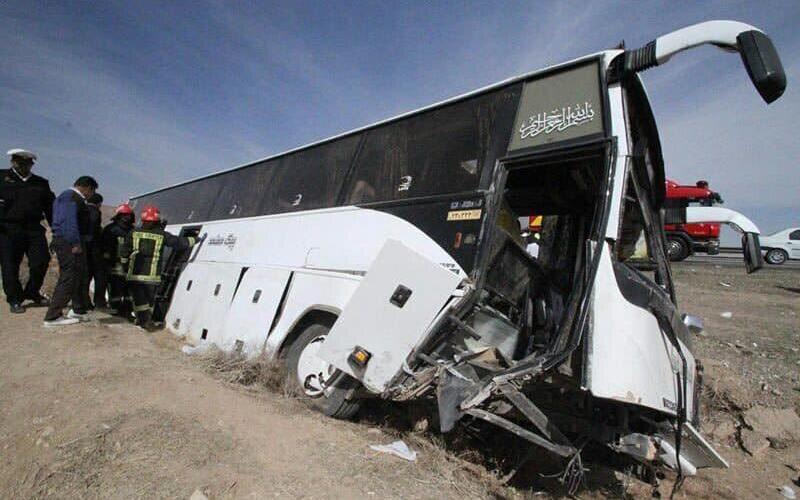 ۱۵ مصدوم در واژگونی اتوبوس مسافربری این بار در سمنان