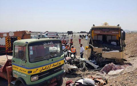۵ کشته و ۸ مصدوم بر اثر تصادف اتوبوس و سواری لیفان در جاده نطنز به کاشان