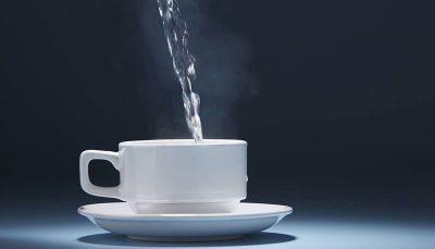 ۶ مزیت نوشیدن آب گرم با معده خالی!