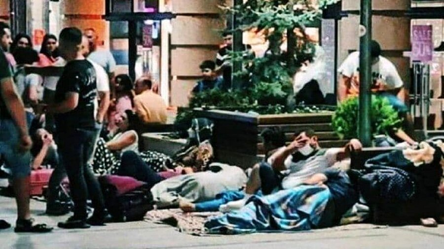 خیابانخوابی ایرانیها در ارمنستان به امید واکسن زدن/ عکس