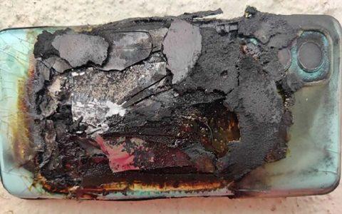 انفجار بی دلیل گوشی وان پلاس در هند