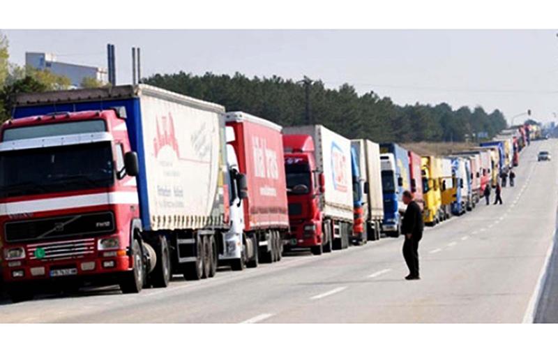 دلیل تشکیل صفهای کیلومتری کامیون در مرز بازرگان اعتراض رانندگان