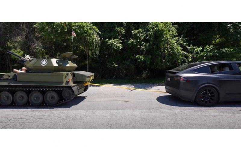 زور آزمایی تسلا مدل اکس و تانک 10 تنی!