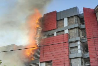 آتش سوزی در دفتر ساختمان عصرایران; ساکنین و کارکنان نجات یافتند