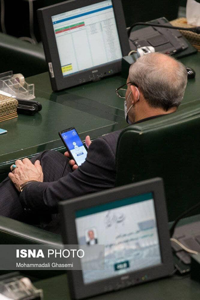 تصویر قابل تأملی که از مجلس مخابره شد؛ قانونگذاری که تلاش میکند قانون را دور بزند