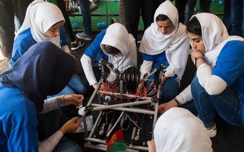 نجات ۱۰ عضو تیم رباتیک دختران افغانستان از دست طالبان