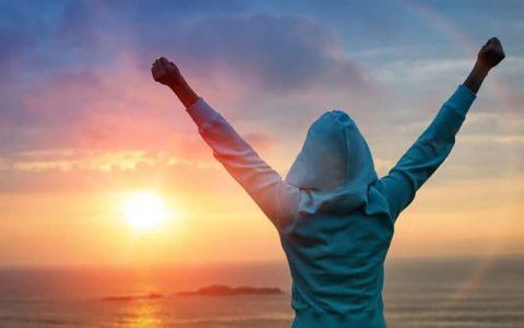 ۱۰ روش آسان برای بالا بردن سطح انرژی بدن در طول روز