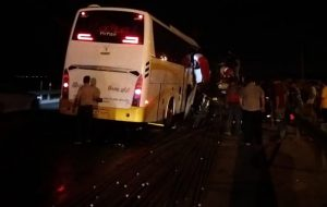 ۲۲ نفر مصدوم در تصادف اتوبوس با تریلر جاده کاشان- قم