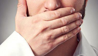 ۶ عادت غلط زندگی، مقصر بوی بد دهان