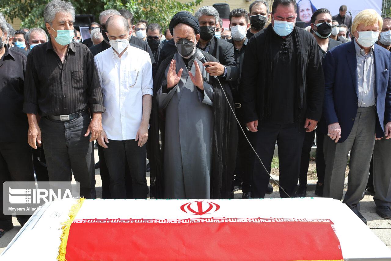 مراسم خاکسپاری فرشته طائرپور تهیه کننده سینما / عکس