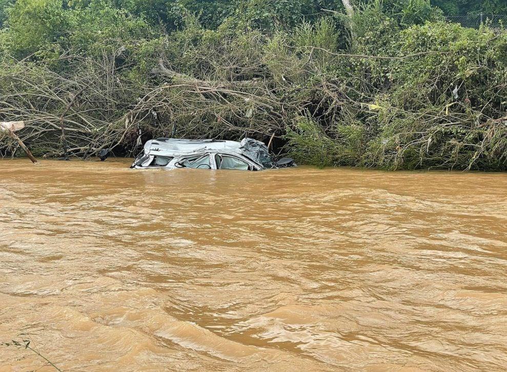 """۱۰ کشته و دهها مفقود بر اثر جاریشدن سیل در """"تنسی"""" آمریکا /تصاویر"""