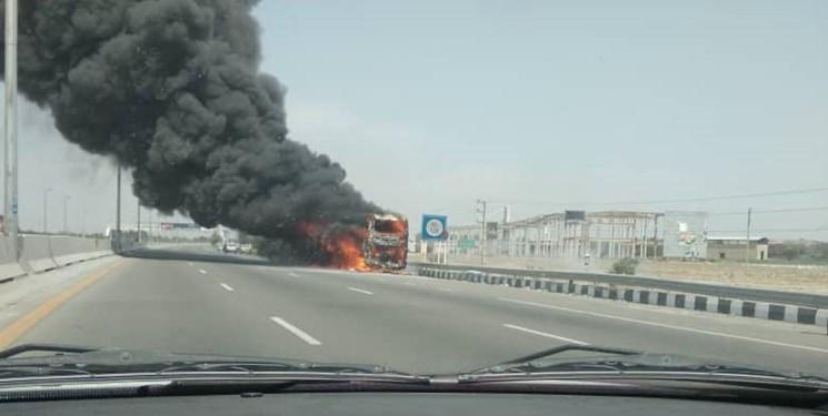 آتش سوزی اتوبوس مسافربری در آزادراه تهران_ قم
