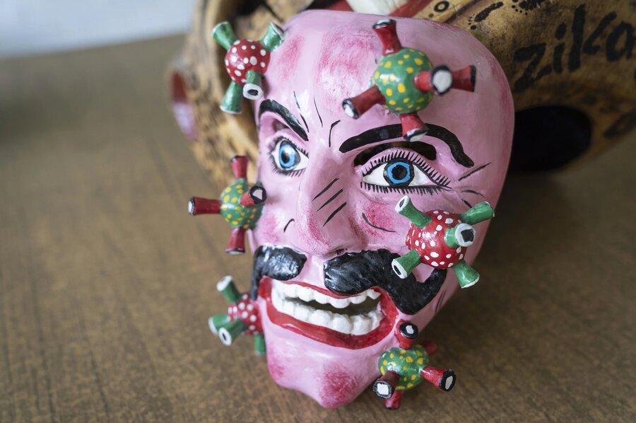 تصاویری از ماسکهای مکزیکی که چهره کرونا را نشان میدهند